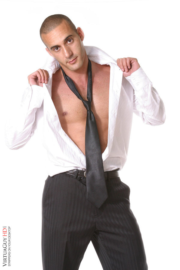 streap-tease-chemise-ouverte