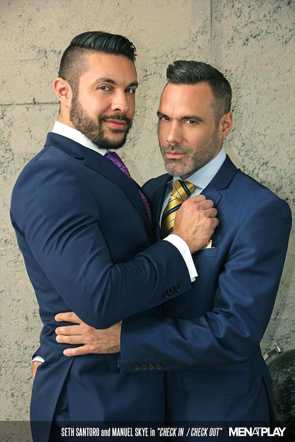 associé gay et consultant en costume cravate